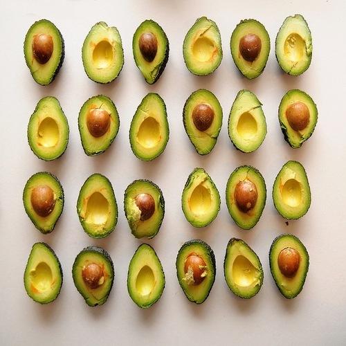 AvocadoHalvesLineUp